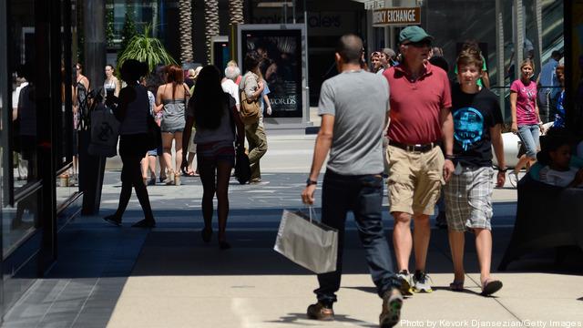 Leading Economic Index Shows Increase In Consumer Spending