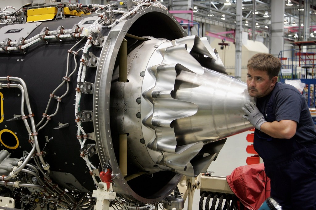 Tiefensee Visits Rolls-Royce Aircraft Engine Plant