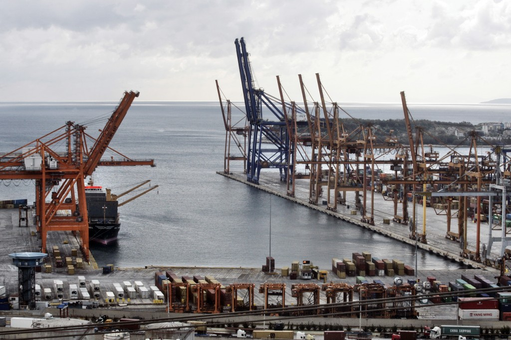 Syriza Government Hampers Expansion Of Chinese Run Port Of Pireaus