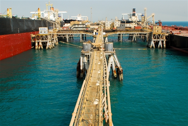 Oil-Tanker-Buildup-at-Basra-Oil-Terminal